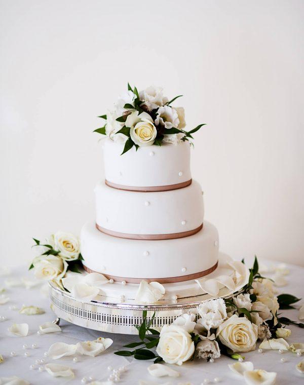 event-cake-cutting